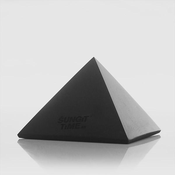 Šungitová pyramída